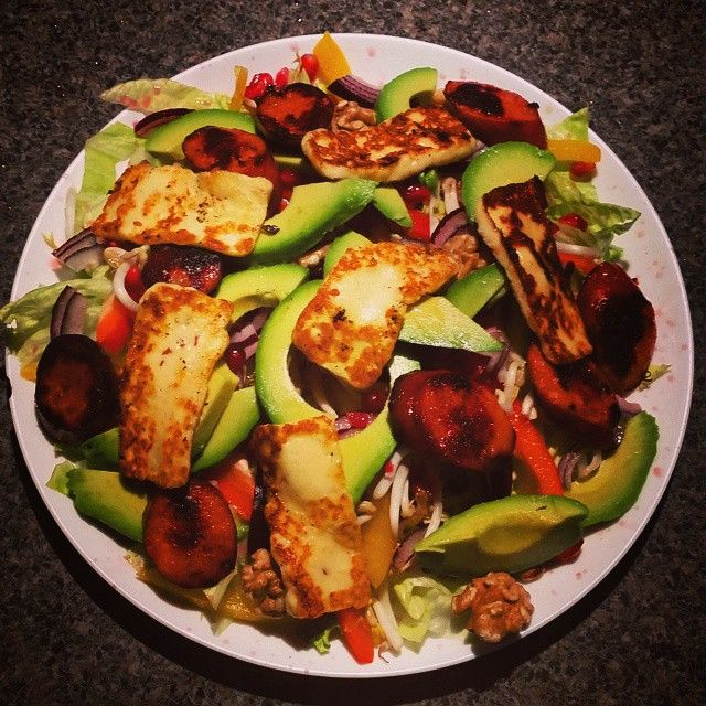 This could be my new fav - chili haloumi,walnuts,avocado,chorizo, pomegranate salad #cleaneating #protein #vegegoodness #wholefoods #homemadegoodness #grainfree