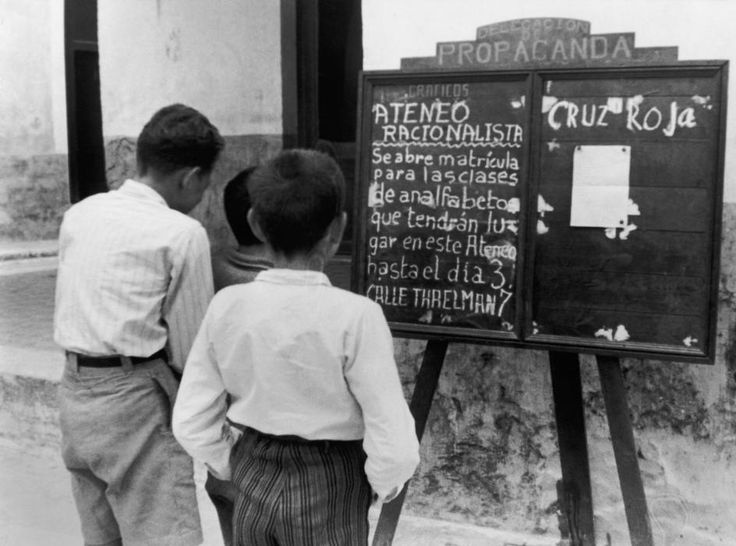 SPAIN. A blackboard in the streets gives information about literacy teaching by Ateneo, a philanthropic organization. On the right are reported the last news from the Red Cross. 1936.... View information  o