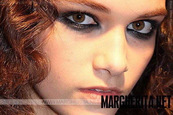 Un utilizzo del nero sia per accentuare gli #occhi (la perfetta tendenza 'occhi neri' di questa stagione) attraverso una matita e un ombretto cremoso per creare uno sguardo seducente e all'ultima moda, sia per creare un look ancora più femminile completando il trucco con molto mascara nero sopra e sotto l'occhio! Ecco alcuni consigli!  http://www.margherita.net/bellezza/tendenze-trucco-makeup/autunno-inverno-2013-2014/tendenze-trucco-tom-sapin/