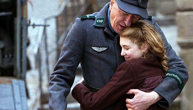 """Assista ao trailer do filme """"A Menina que Roubava Livros"""" http://cinemabh.com/trailers/assista-ao-trailer-do-filme-a-menina-que-roubava-livros"""