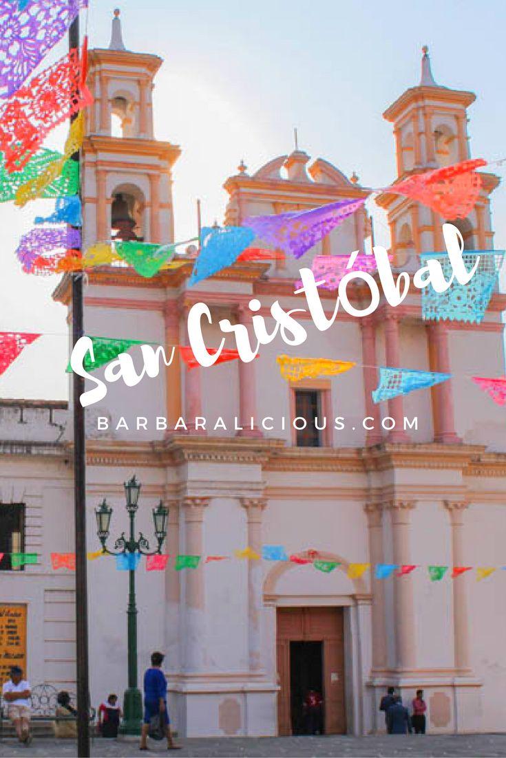 In San Cristóbal spürt man an jeder Ecke das Flair der Kolonialzeit. Die bunten Fassaden, die großen Plätze, die von Arkaden gesäumt sind, und die strahlenden Kirchen, in denen die bekehrten Ureinwohner zu einem fremden Gott beten sollten.