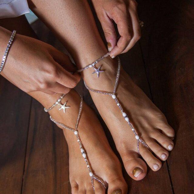 Beach Wedding sandalo scalzo bianco argento piede nuziale gioielli Footless Sandles perline sandali a piedi nudi---una coppia di SubtleExpressions su Etsy https://www.etsy.com/it/listing/160549661/beach-wedding-sandalo-scalzo-bianco