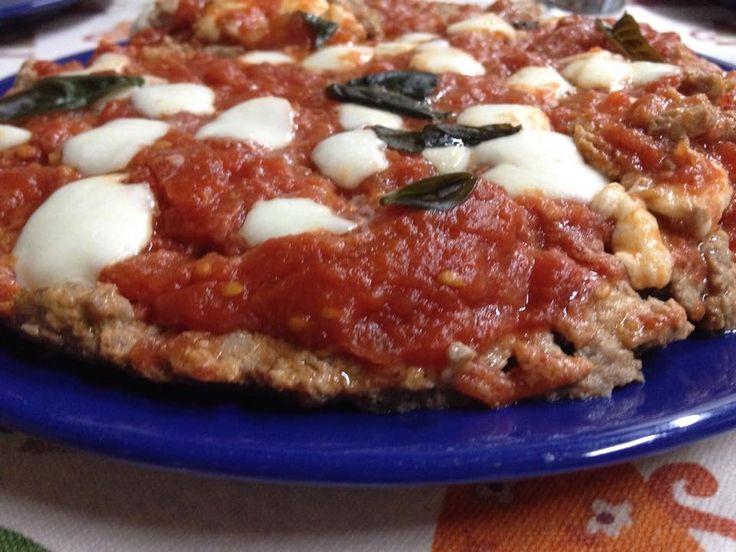 Pizza di carne INGREDIENTI 500 gr. di carne macinata mista 2 uova pane raffermo 30 gr grana grattugi
