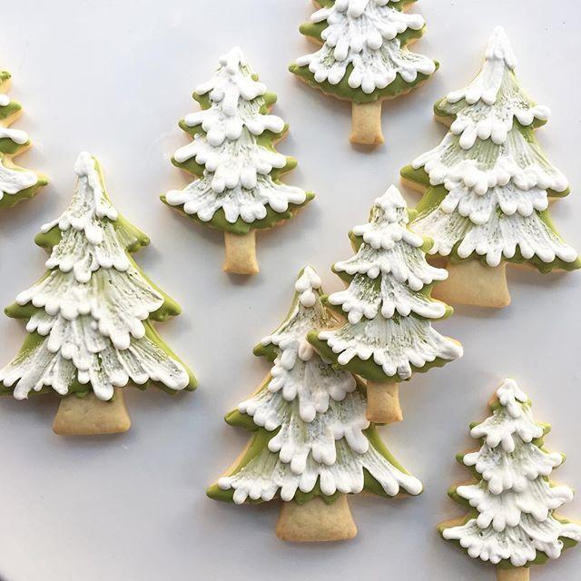 Mini pine forest headed your way @darcymiller! ❄❄❄ #whippedbakeshop #fishtown #trees #treecookies #winterparty #evergreen #decoratedcookies
