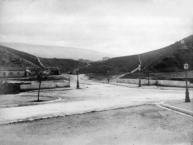 Το «Στάδιον» το 1880 χωρίς τις μαρμάρινες κερκίδες. Δίπλα περνούσε ο Ιλισός ποταμός.