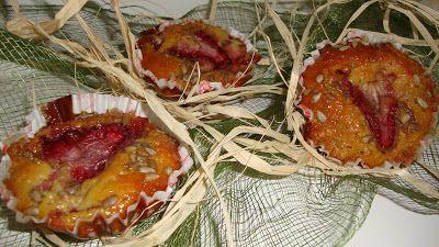 Queques de morango e banana http://que-massada.blogspot.pt/2013/04/queques-de-morango-e-banana.html