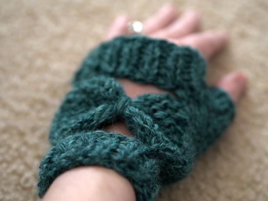 Bow Tie Wristers by Vanessa Ewing | Project | Knitting / Gloves & Mittens | Kollabora #diy #kollabora #crochet #gloves