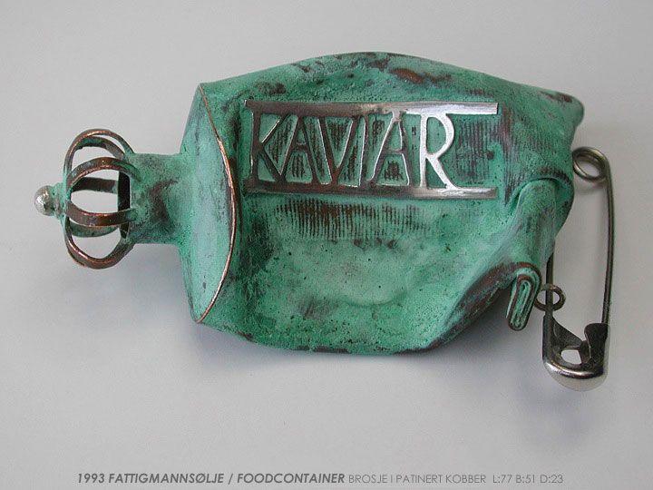 "Konrad Mehus - Fattigmannsølje - 1993 - ""food container"" brooch patinated copper"