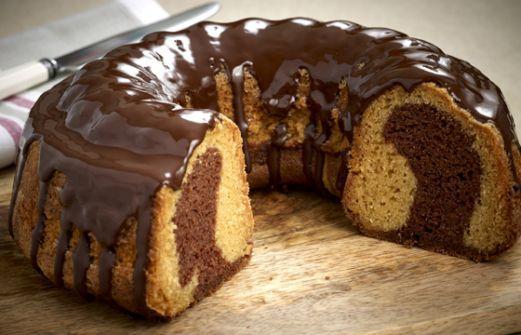 Το κέικ σοκολάτας είναι πεντανόστιμο αλλά αρκετοί άνθρωποι το στερούνται λόγω νηστείας. Γι' αυτό είμαστε εμείς εδώ για να σας παρουσιάσουμε μία συνταγή για νηστίσιμο σοκολατένιο κέικ που θα γλύφετε τα δάχτυλά σας. ΥΛΙΚΑ 3/4 φλ. σπορέλαιο 2 φλ. ζάχαρη 3,5 φλ. αλεύρι 2 φλ. νερό (θερμοκρασία βρύσης) 3 κ.σ. ξύδι 6 κ.σ. κακάο 1 …