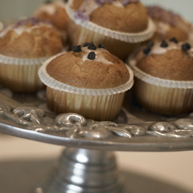 Køkkennydelse med kager på et flot fad, så øjet også spiser med :-)