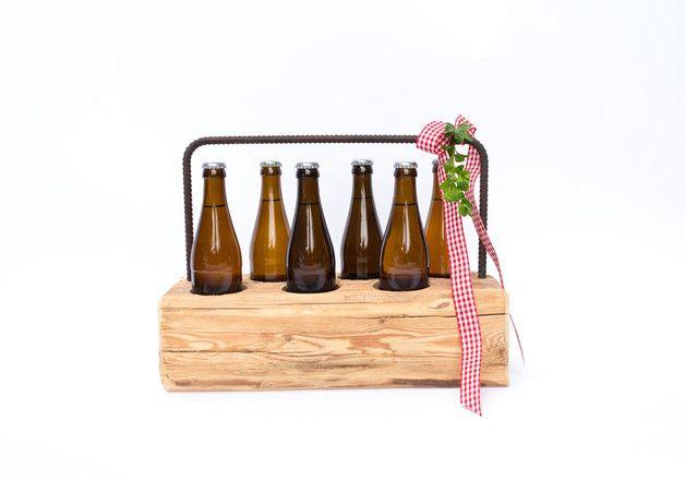 Geschenke für Männer, Altholz Flaschenträger, Bierflaschenträger, Sixpack, Sechser, Flaschenhalter, Bier und Fußball / present for men, wooden bottle holder, beer bottle cage, sixpack made by Andreas-Gerg via DaWanda.com