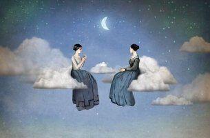 opinioni donne-bevono-te-sulle-nuvole