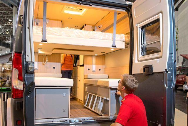 Campingbusse liegen voll im Trend. Kein Wunder also, dass viele Hersteller zum Modelljahr 2018 neue und innovative Modelle vorstellen werden. promobil zeigt alle Neuheiten und checkt bei den spannendsten Kastenwgen die Vor- und Nachteile.