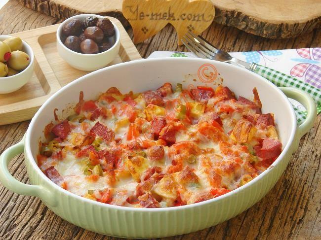 Fırında Kahvaltılık Sucuklu Patates nasıl yapılır? Kolayca yapacağınız Fırında Kahvaltılık Sucuklu Patates tarifini adım adım RESİMLİ olarak anlattık. Eminiz ki