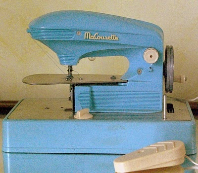 17 best images about sewing machines typewriters other for Machine a coudre king jouet