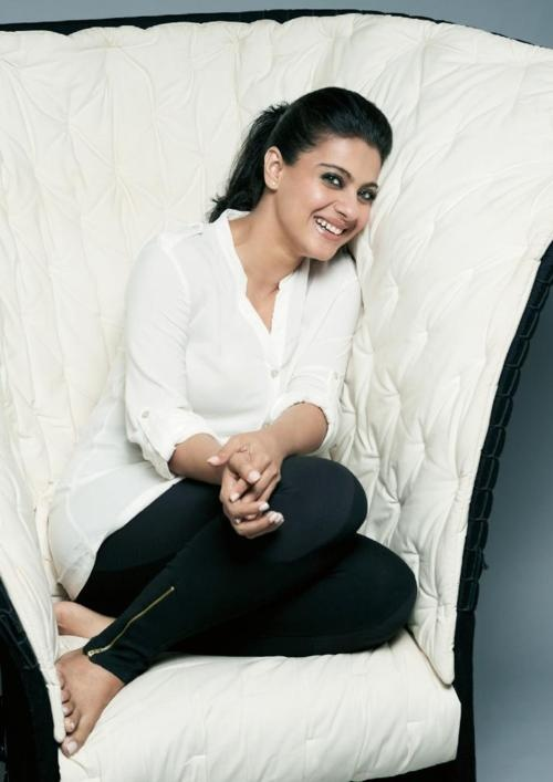 Getting comfy. #Kajol #Bollywood