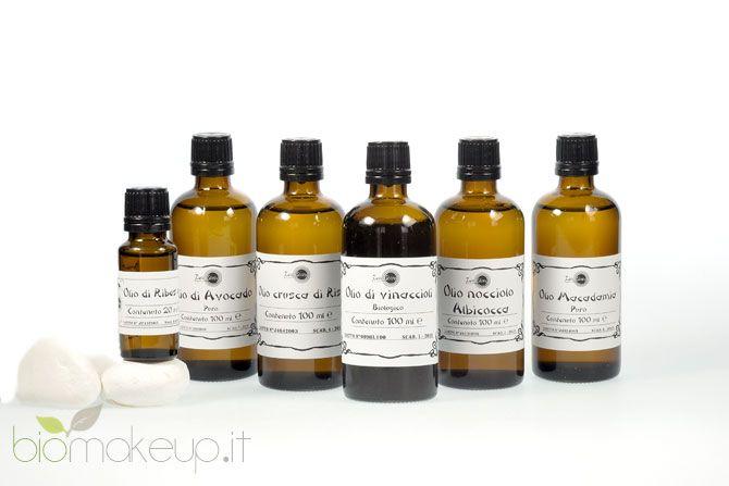 Gli oli vegetali sono ingredienti preziosissimi per la cura della pelle e dei capelli, ciascuno avente peculiari caratteristiche e proprietà...