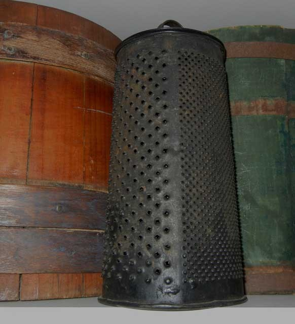 Early Grater With Lid