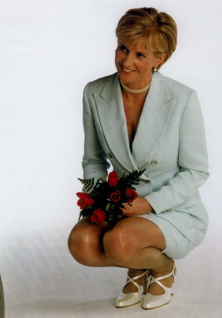 Princess  Diana = VERY AMAZING HEART, PLAIN PERSON DOWN TO EARTH <3 ABSOLUTE STUNNING!!