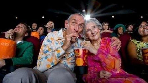 Adultos mayores con tarjeta de pensión podrán ir al cine gratis en el DF