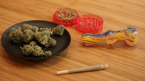 How to roll a joint and pack pipe with marijuana