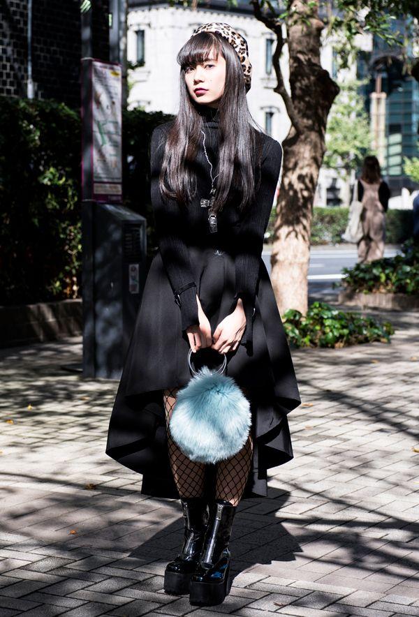 【キャンパス・パパラッチ DAILY】 ユニークなデザインの十字架のネックレスをポイントに、福澤佳奈さん -文化学園文化祭2017-