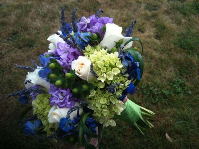 Green Hypericum in Sweet n Soft Bouquet « Stadium Flowers