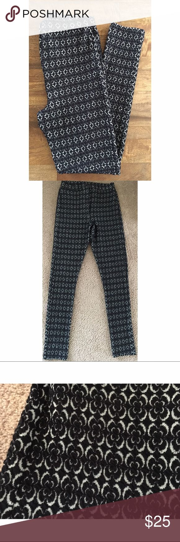 """Topshop leggings brand new size 8/28 Topshop leggings brand new from Nordstrom. These leggings have never been worn but do not have the tags. Measurements: 28"""" inseam 12 1/2"""" rise 12"""" waist 55% polyester 44% cotton 1% elastane. Topshop Pants Leggings"""