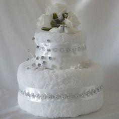 Magnifique gâteau de mariage blanc - towel cake                                                                                                                                                                                 Plus