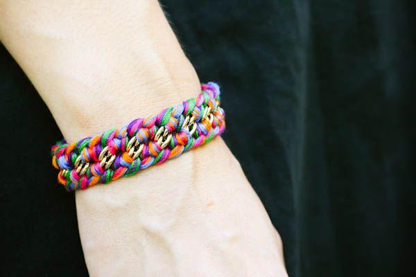 I love this idea, since I usually dislike plain chains.Woven Bracelets Diy, Bracelets Tutorials, Woven Necklaces, Diy Woven Chains Necklaces, Crafty Fun, Braids Bracelets, Diy Bracelets, Diy Woven Bracelets, Friendship Bracelets