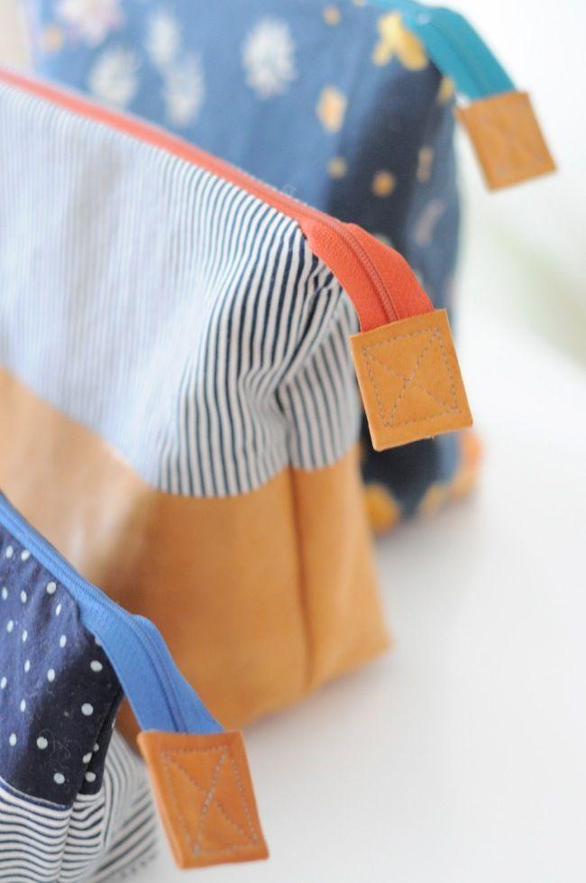 open wide zip pouches - pattern : http://www.noodle-head.com/2012/06/open-wide-zippered-pouch-diy-tutorial.html