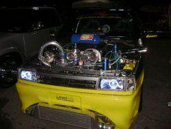 http://carros.clubedomotor.com/carros/fiat/modelo/tunados/album/fiat-uno-tunado/fiat-uno-tunado-amarelo-com-super-motor-cromado
