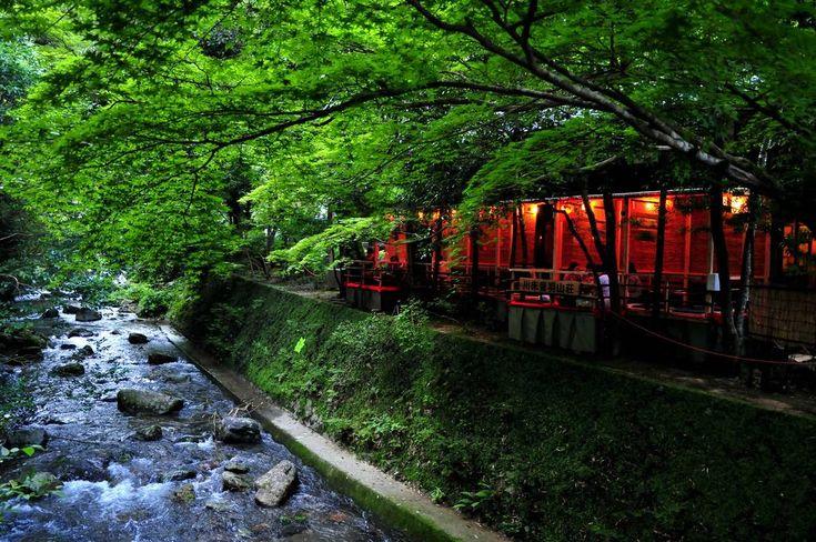 m-louis .®京都には様々な観光名所があり、とてもではありませんが一日で回りきることはできません。そこで今回は、そんな日本を代表する観光都市、京都を日帰りツアーで楽しむ方法をご紹介します。【関連記事】 嵐山観光を120%楽しみたい人にお勧めの観光プラン5選 1.「観る」京都 京都の風物詩「五山の送り火」を特別な空間で楽しむツアー http://tour.club-t.com/vstour/WEB/web_tour3_tour_tmp.aspx?p_course_no=371423&p_c… 京都の風物詩ともいえる「五山の送り火」ですが、どこで見たらいいのか分からない!という方も多いのではないでしょうか。さらにベストスポットを見付けても非常に混み合い送り火をマッタリと楽しむことができません。 そんな方にオススメなのが「貸切屋形船から見る!大文字「五山の送り火」観賞と嵐山鵜飼・灯篭流し(夕食付き)日帰り」になります。貸切屋台船から風情あふれる五山の送り火を楽しんでみてください。 http:/&#x2...