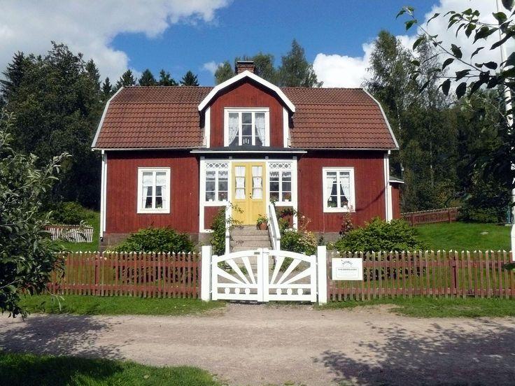Auf dem Weg von Malmö nach Göteborg entdeckt man Seen, altehrwürdige Städte und die Badeinsel Öland. Auf der Schweden-Rundreise werden Kindheitserinnerungen an Astrid Lindgren wach. Am Ende der Reise lohnt sich eine Verlängerung in Göteborg.