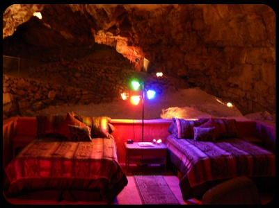 MOTEL OF THE DAY: GRAND CANYON CAVERNS INN, PEACH SPRINGS, AZ. What a beauty!!!!  :)