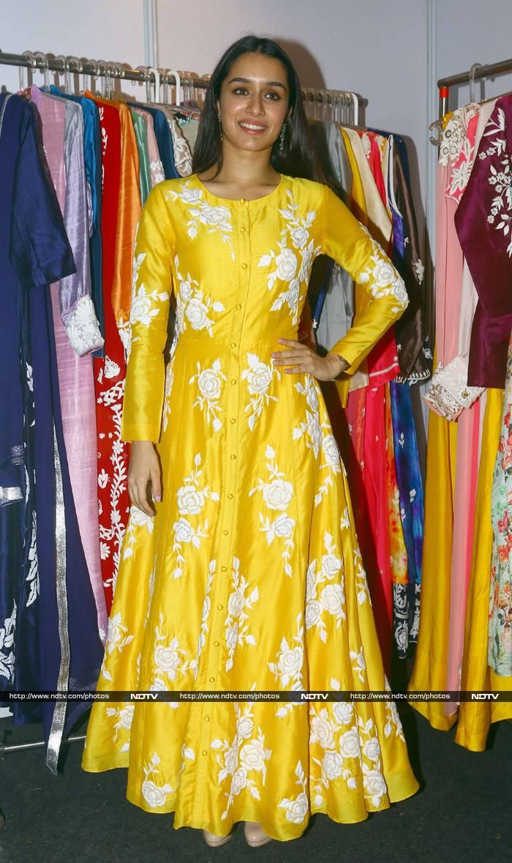 Shilpa, Shradhha at Padmini Kolhapure's Exhibition