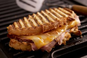 Everyone loves traditional summer recipes, but sometimes you need a break from burgers and dogs. Change it up tonight with this Smoky Grilled Ham and Colby Jack Cheese sandwich topped with a zesty paprika mayo. Ready in 10 minutes, this quick and easy treat can conveniently be made on the grill, stovetop or in a panini press.