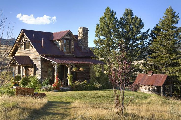 Small and cute log home by one of my absolute favorite Montana Architects -  Candace Miller Architects