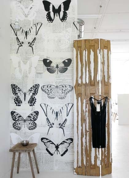 """Wallpaper """"OZ 3142"""" with big butterflies in black and white by onszelf"""