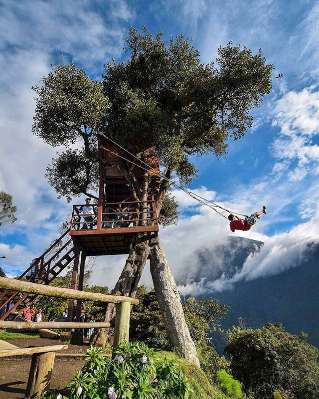 #ColumpiodelFindelMundo #CasadelArbol en #BañosdeAguaSanta. Detrás el volcán #Tungurahua escondido por las nubes.  Vive tu mejor #aventura con #Rutaviva#TravelTheWorld  Encuentra cientos de DESTINOS y HOTELES en  www.rutaviva.com  _____________________________________________ Photo:  @davidaguilar_photo  #AmoEcuador #ViajaPrimeroEcuador#FeelAgainInEcuador  #Ecuador#FamiliaViajeraEcuador  #allyouneedisecuador #travelblogger #mochileros #natgeotravel #EcuadorTuLugarEnElMundo #LikeNoWhereElse…
