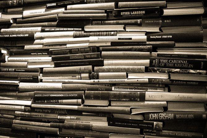 Bücherstapel in schwarz weiß! #Bücher #Stapel #Bücherwurm #Fotografie #schwarzweiß
