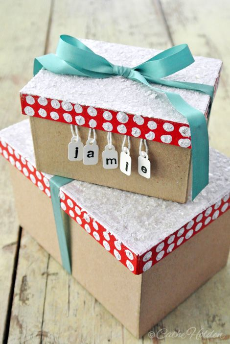 Click for unique vintage gift wrapping ideas, along with storage ideas for gift wrapping items