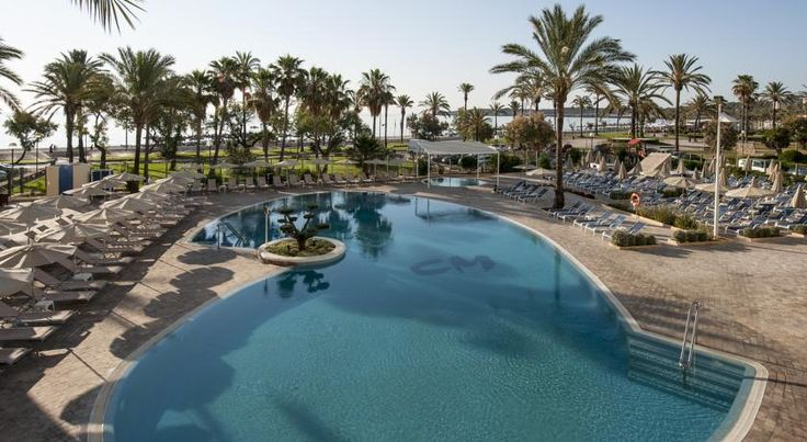 Sentido Castell de Mar Cala Millor This 4-star hotel is situated metres from the beach, with beautiful views over Cala Millor Bay. It offers free Wi-Fi and free access to its swimming pools, gym and hot tub.