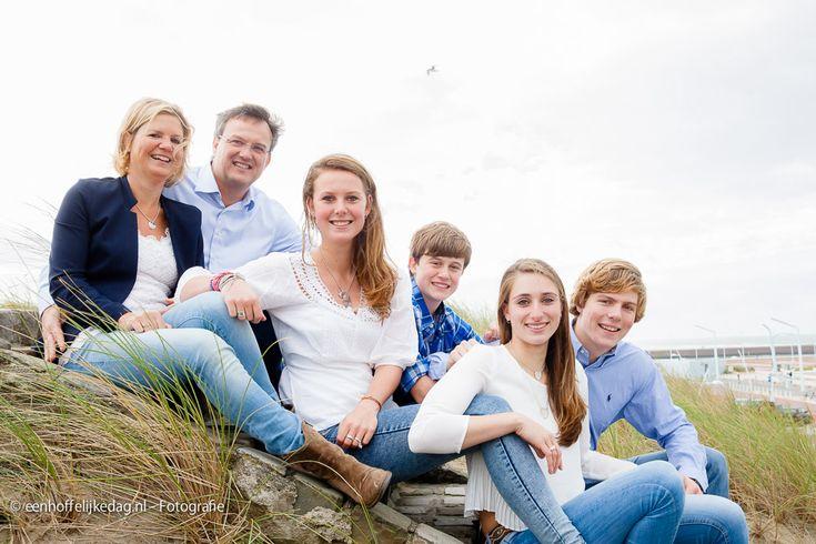 Fotoshoot Scheveningen | Familiefotografie en groepsfoto's op strand (6)