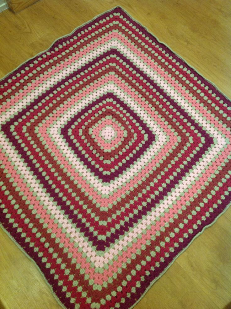 Baby blanket in Stylecraft dk Crab stitch border
