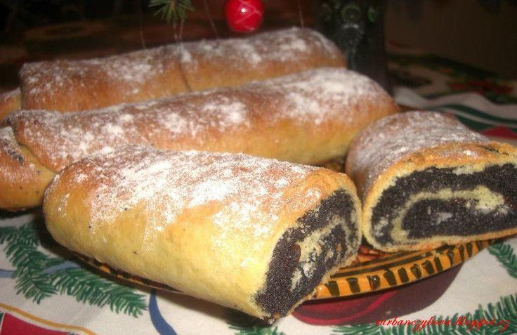 Makovník vánoční --- reminds me of Auntie Bessie or Auntie Mamie... Yum!