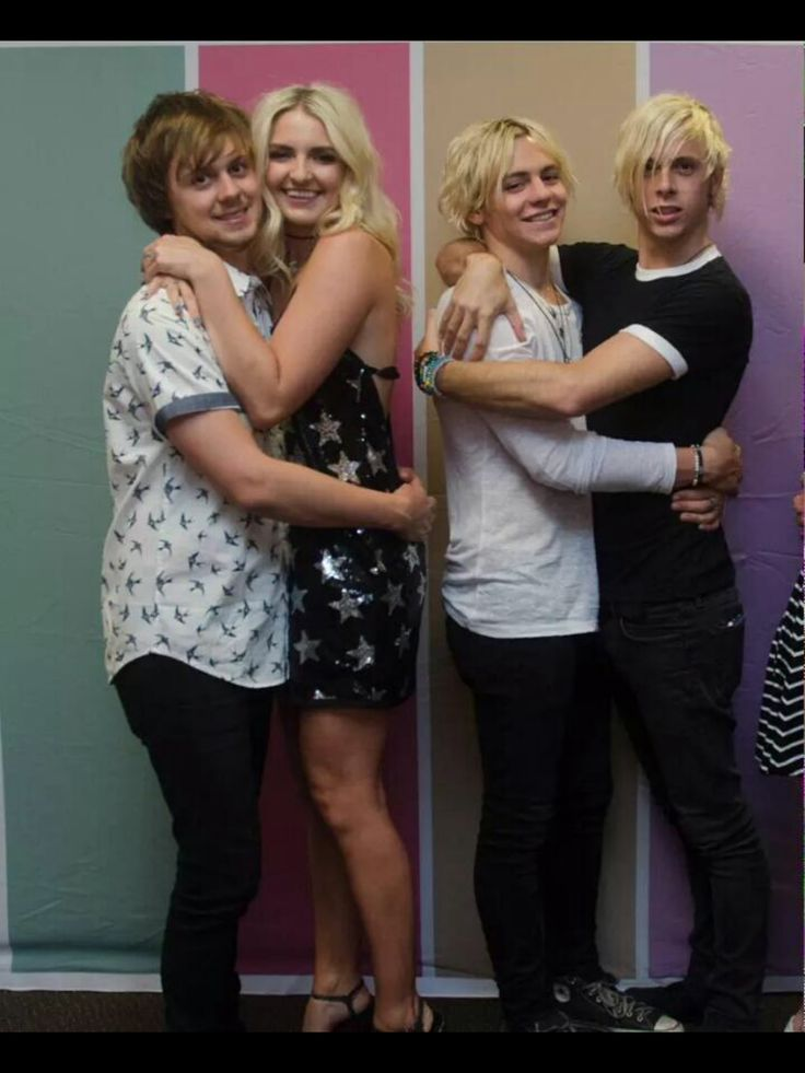 OMG this is the cutest thing ever! ❤️ I love Riker's face