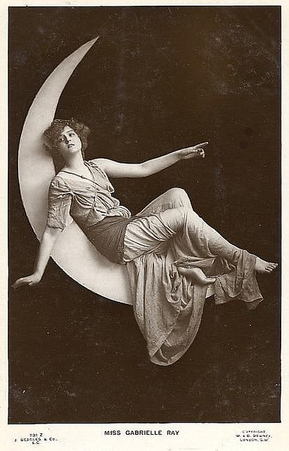 vintage everyday: Funny Vintage Paper Moon Studio Photographs