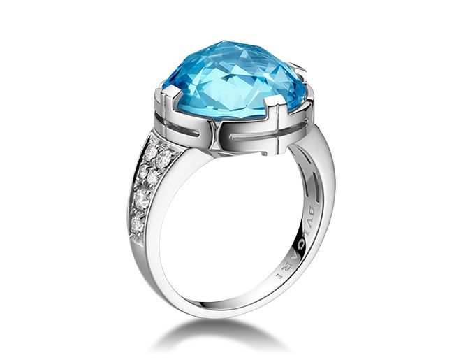 parentesi cocktail 18 kt white gold ring with blue topaz and pav
