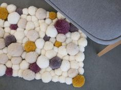 DIY tutorial: Make A Fluffy Pom Pom Rug via DaWanda.com